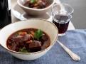 Silná a sametově hladká omáčka dušeného masa na víně