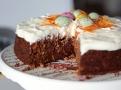 Mrkvový dort je unikátní spojením chutí ořechového korpusu a krému