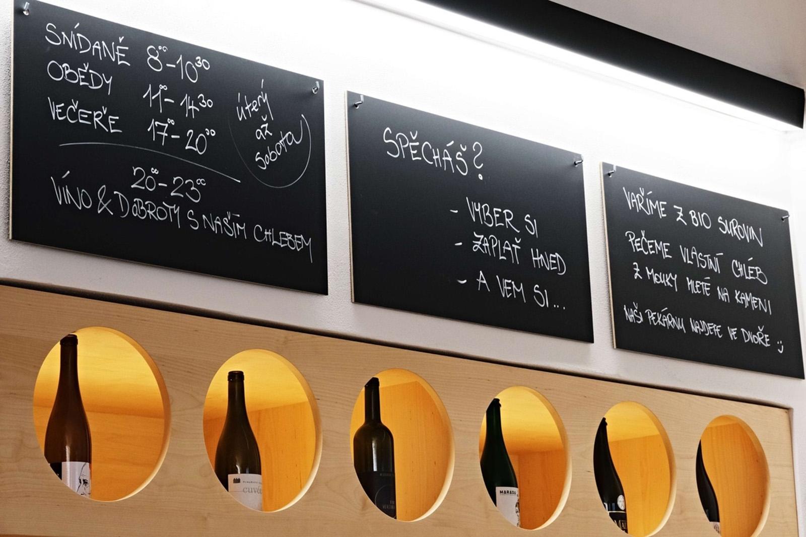Moravská vína v bistru patří, a degustace jsou zážitkem
