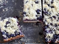 Kynutý borůvkový koláč na plechu