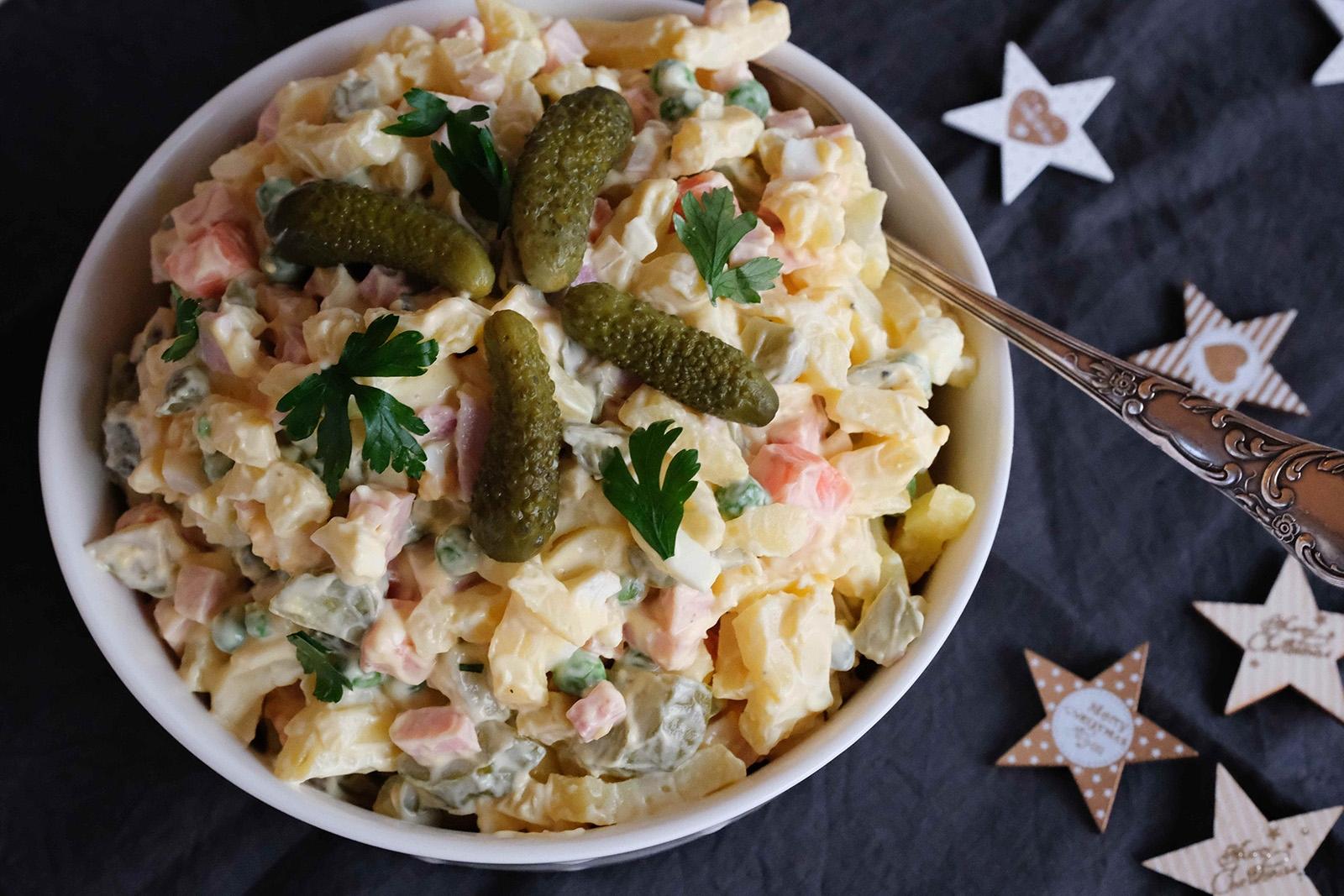 Vánoční klasika, o kterou se stále vedou boje. Má být salát s majonézou anebo ne?