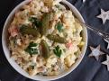 Bramborový salát se zeleninou, vajíčkem a salámem (kopie) Koláč servírujte teplý s vanilkovou zmrzlinou.
