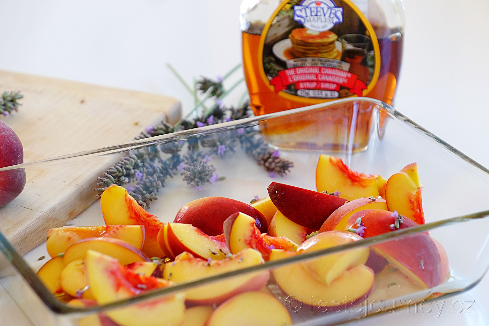 Macerujte levandule i broskve v javorovém sirupu