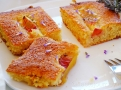 Broskvový hedvábný koláč s příchutí levandule