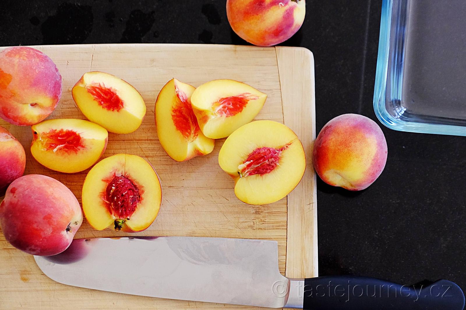 Právě dozrálé broskve nebo nektarinky jsou ideální pro tento recept