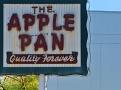 Pan v Los Angeles je přesně to místo, kde se začala psát v roce 1947 kapitola jedinečné kultury přípravy a podávání dokonalých hamburgerů a jablečných koláčů