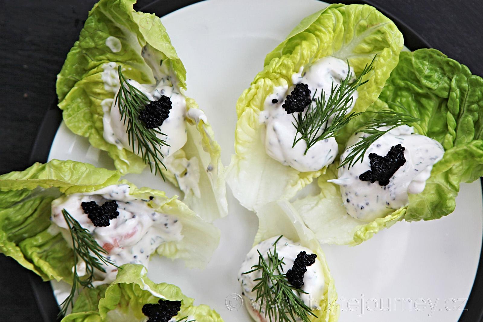 Krevetky na salátových listech s kaviárem