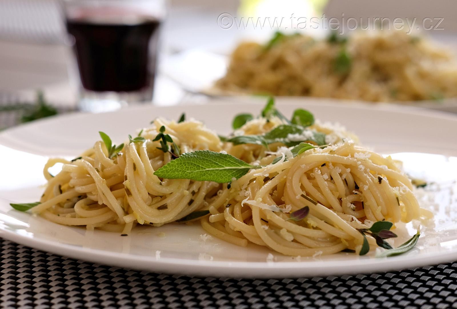 Lehké, osvěžující a voňavé - citrónové spaghetti s bylinkami