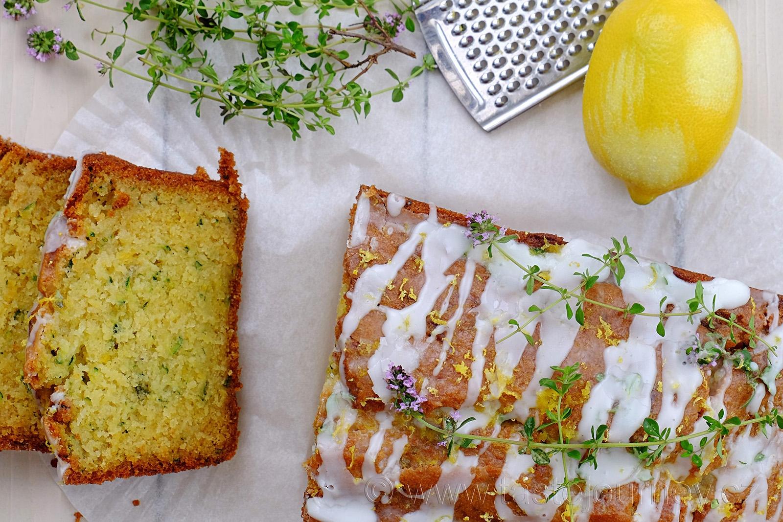 Citrónové chutě v chlebíčku s cuketkou