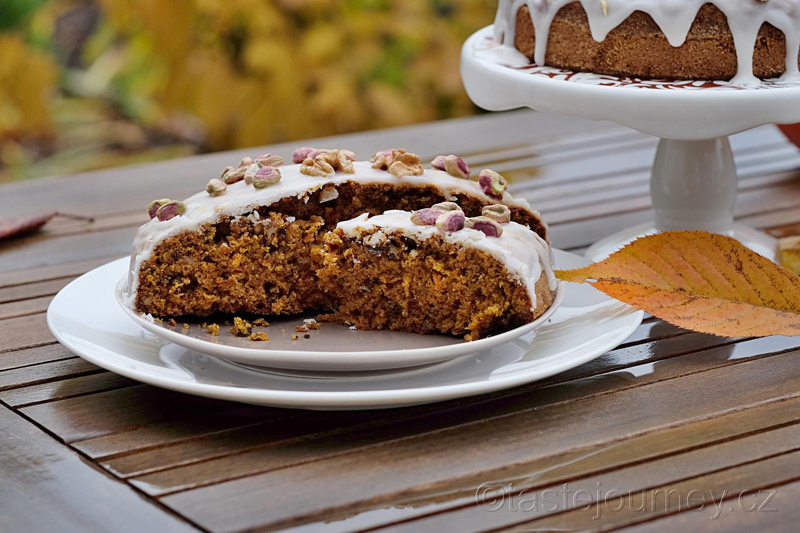 V barvách podzimu. Mrkvový ořechový dort s dýní