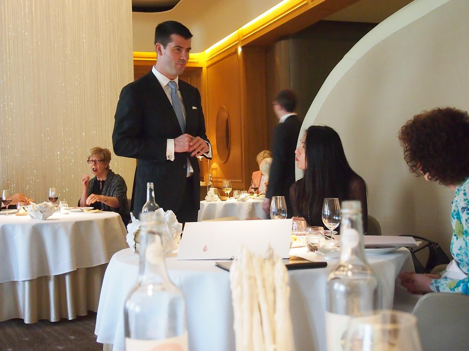 Interiér restaurace Alain Ducasse v Londýně