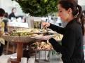 Výběr salátů v restauraci Ottolenghi