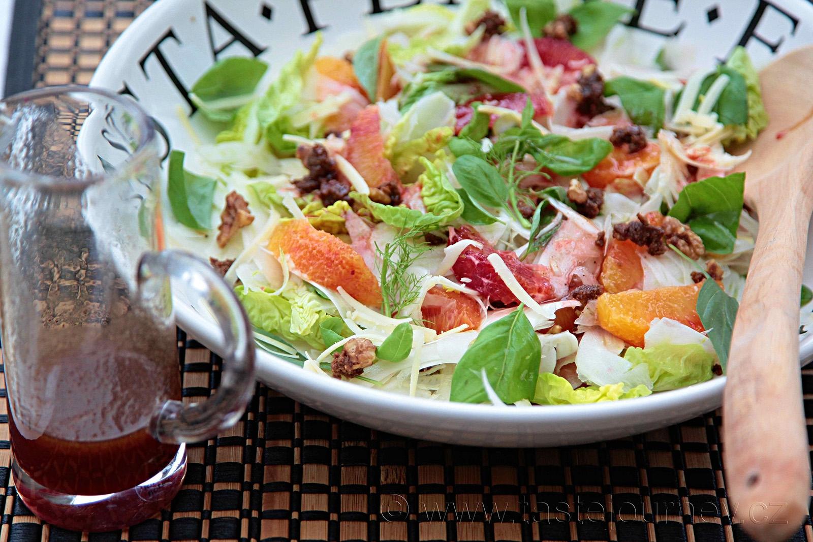 Fenyklový salát s krvavými pomeranči a ořechy