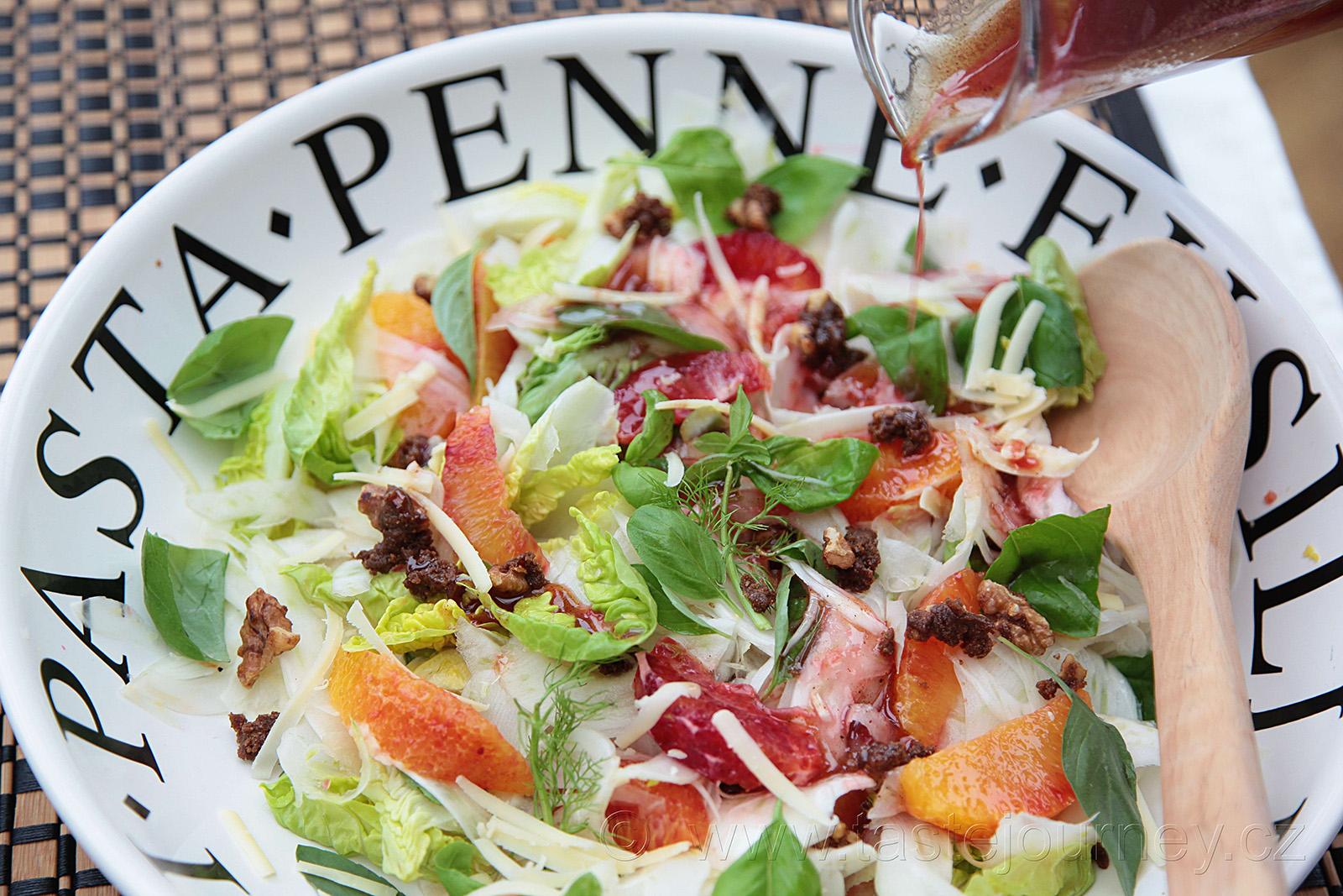 Dokonalé jarní probuzení- to je fenyklový salát s pomerančem a bylinkami