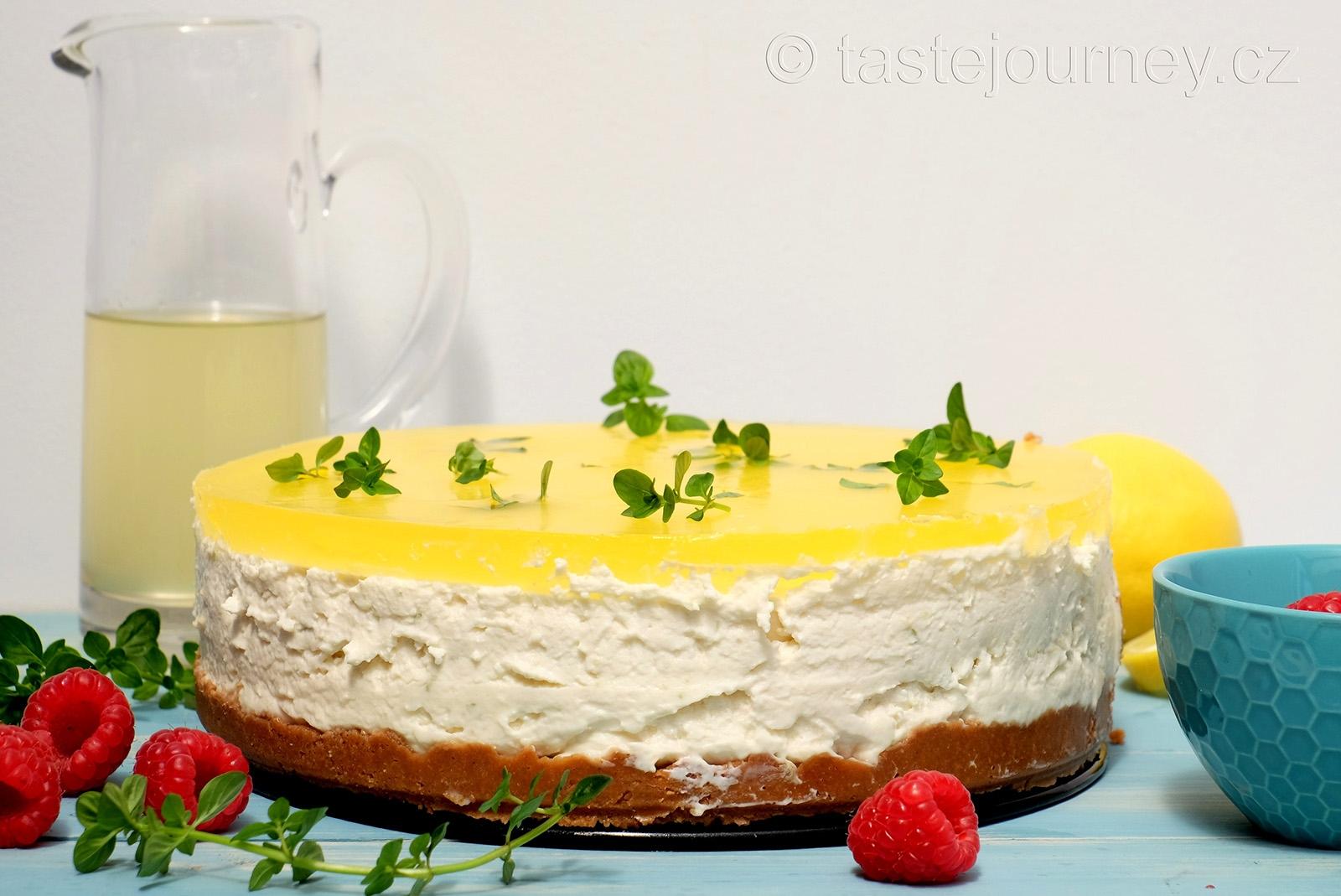 Bezinkový sirup s gin a tonikem v cheesecaku