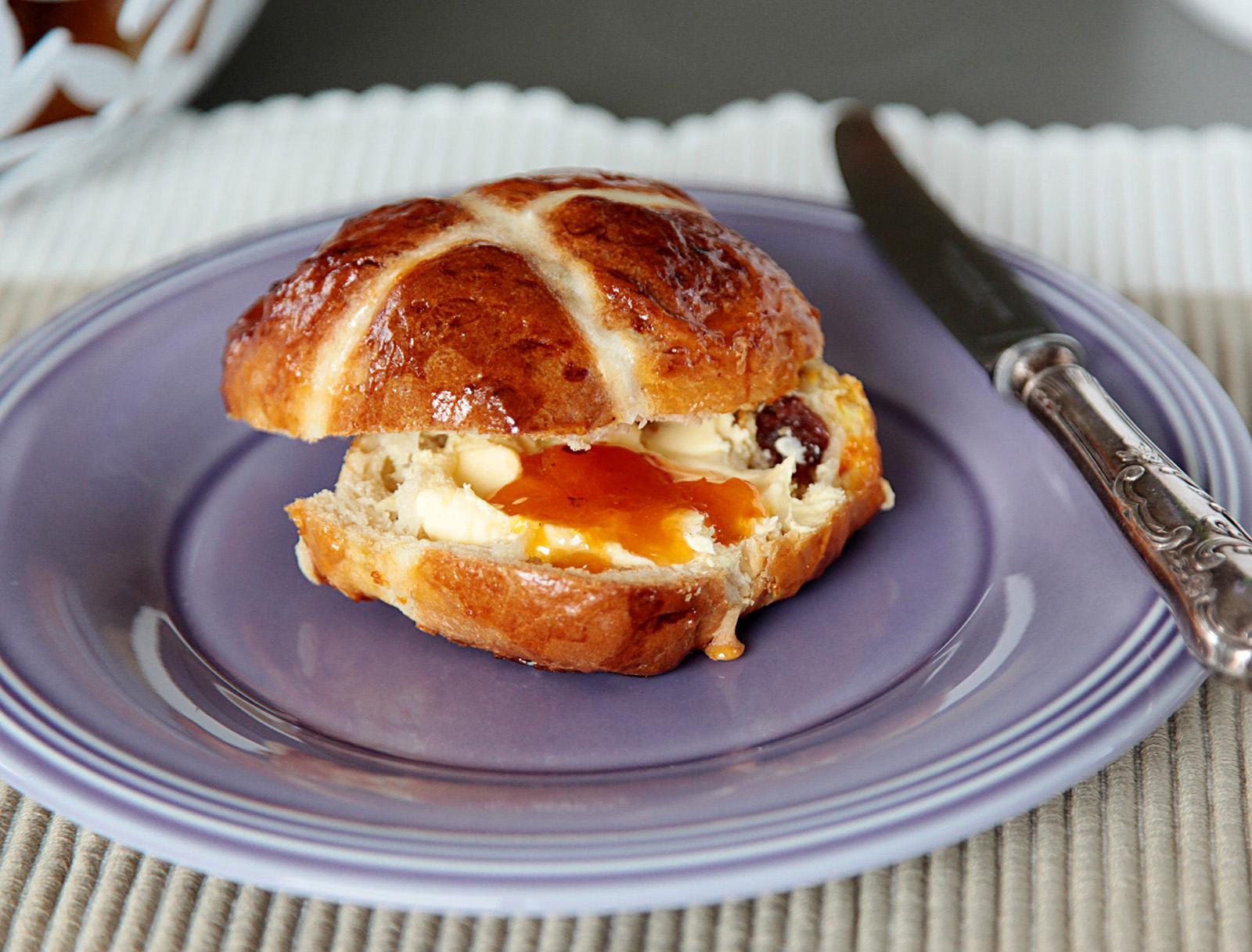 Nejlépe ještě teplé podávejte s máslem a marmeládou