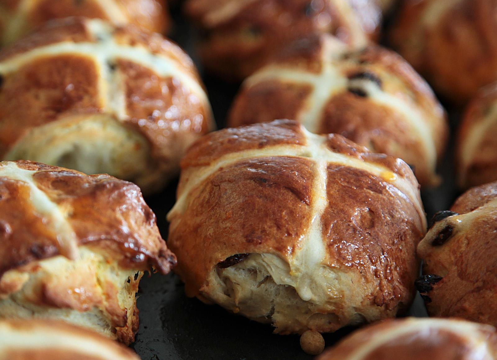 Hot cross buns symbolizují Velikonoce