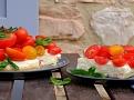 Zajímavé chutě cheesecaku s rajčaty doplní bazalka