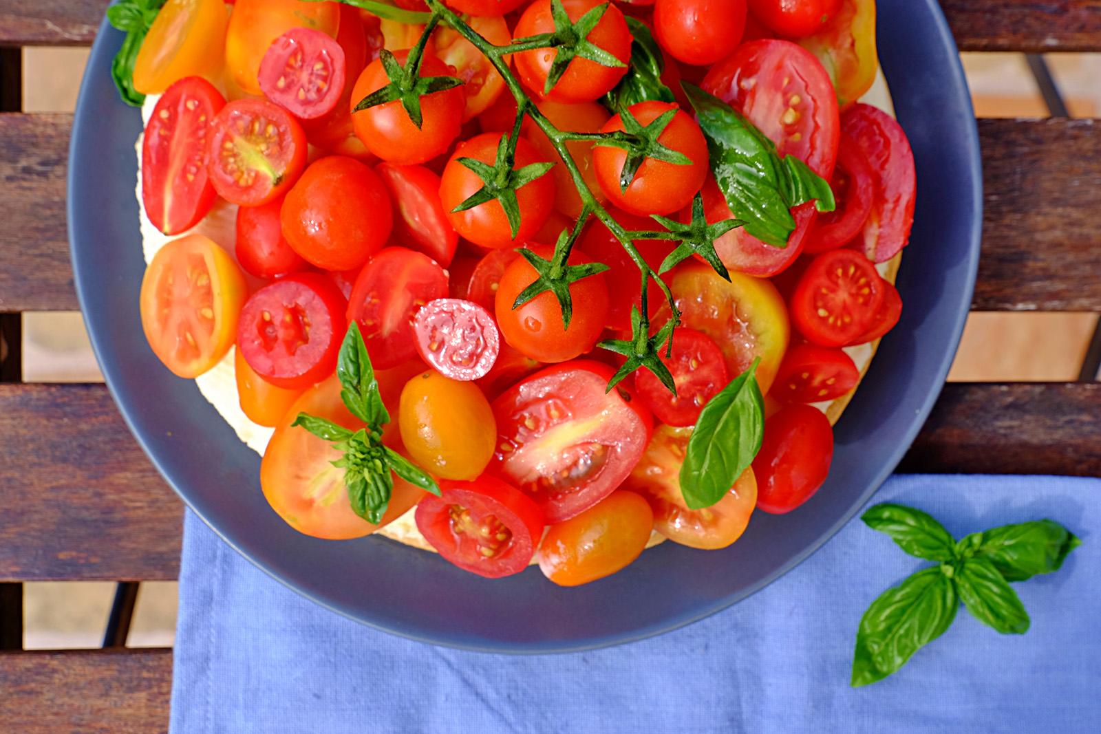 Cherry rajčata na stonku ponechejte na ozdobu