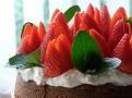 Smetanový krém ochuťte jahodovým džemem
