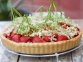 Přebytečnou šťávu z ovoněných bezinek můžete použít na želé na dort
