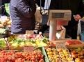 Denně čerstvé suroviny na  římském trhu Campo di Fiori