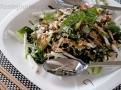 Japonský salát z mořských řas s dressingem a sezamem