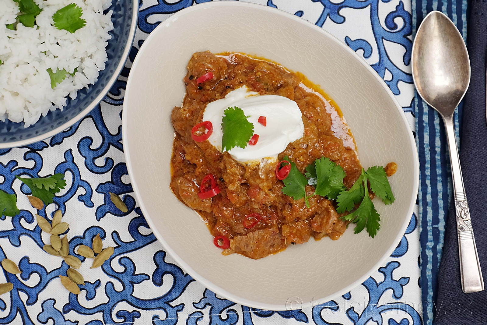 Jehnečí kari s chutí kardamomu je pochoutkou indické kuchyně