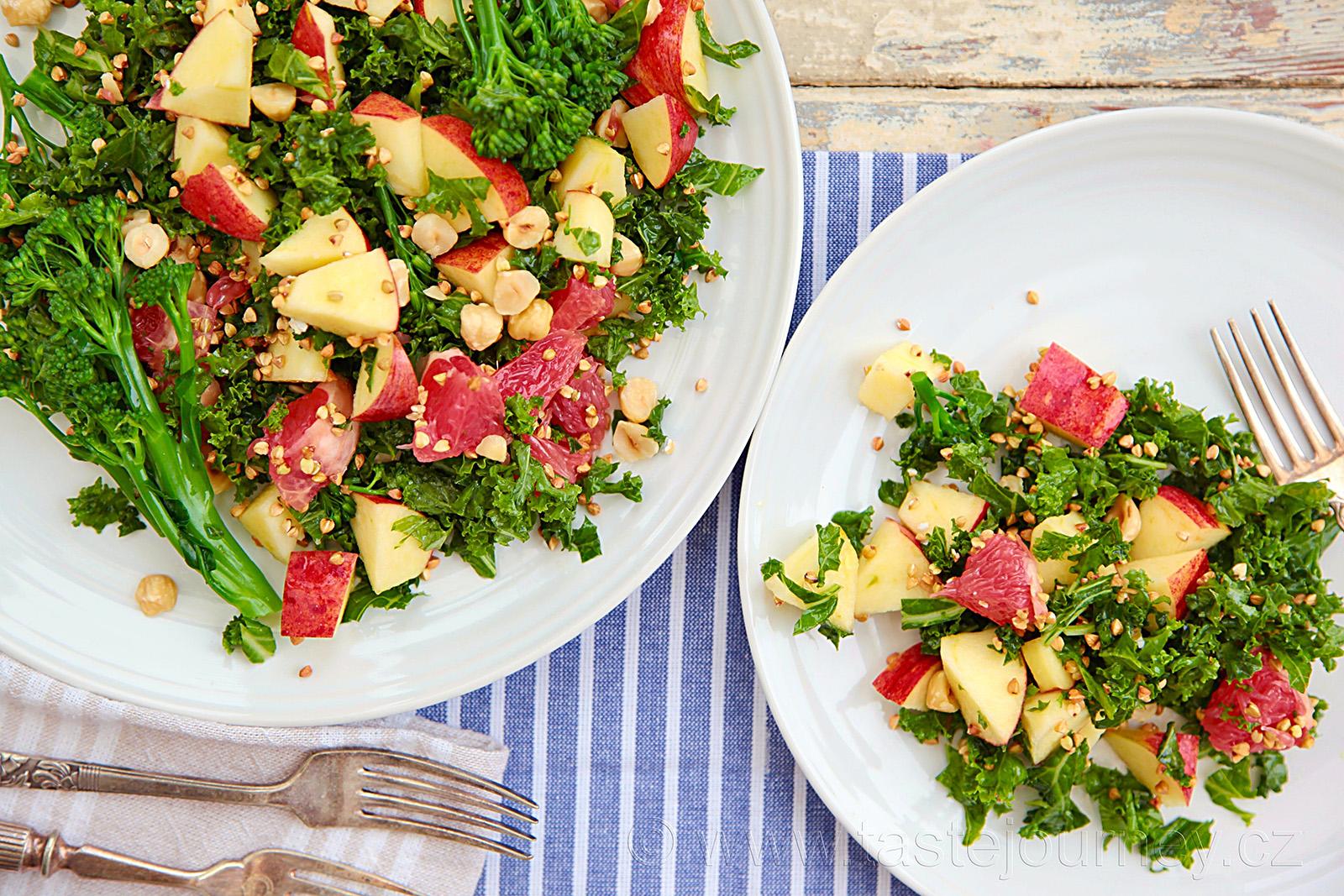 Grapefruit, brokolice a ořechové chutě doplní kadeřávek a jablko