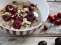 Špaldová a ovesná kaše s brusinkami je vyváženou snídaní