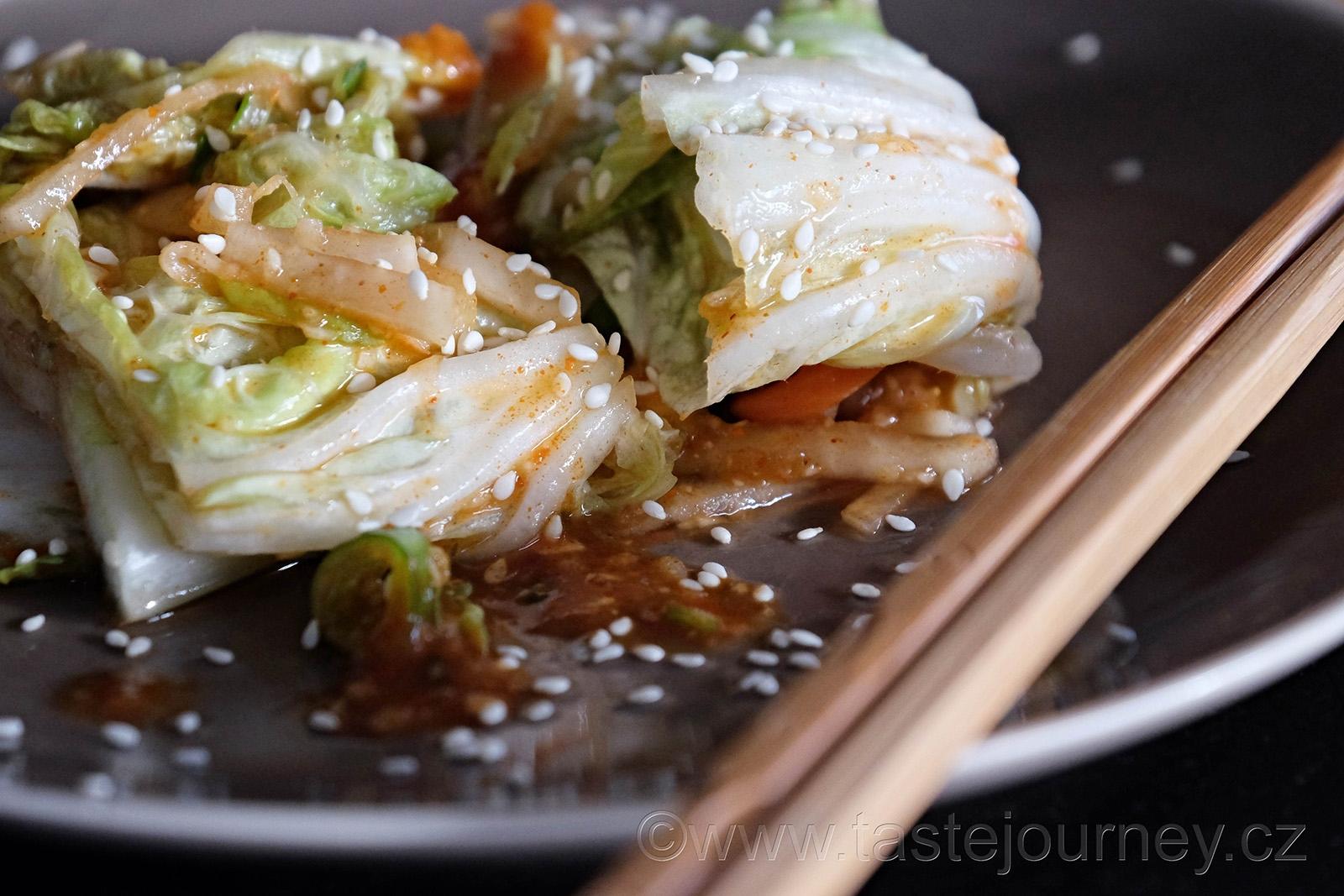 Červené papričky dodají kimči také silně červenou barvu