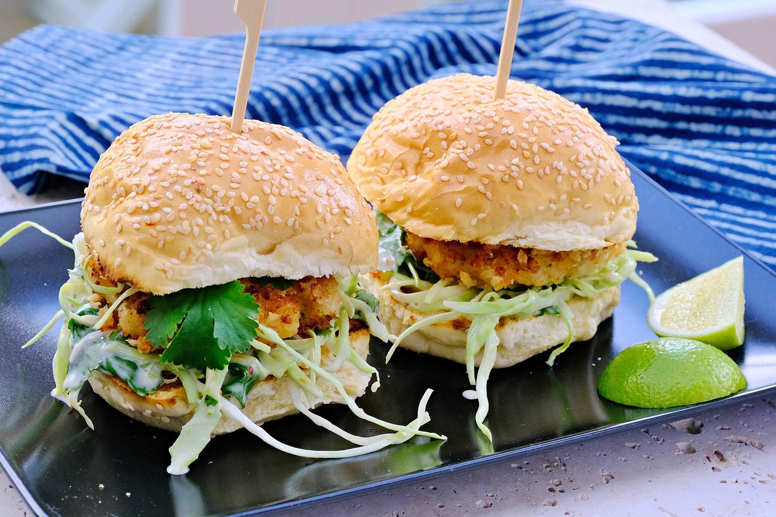 Burgery nemusí být jen masové, krevetky jsou dobrou alternativou