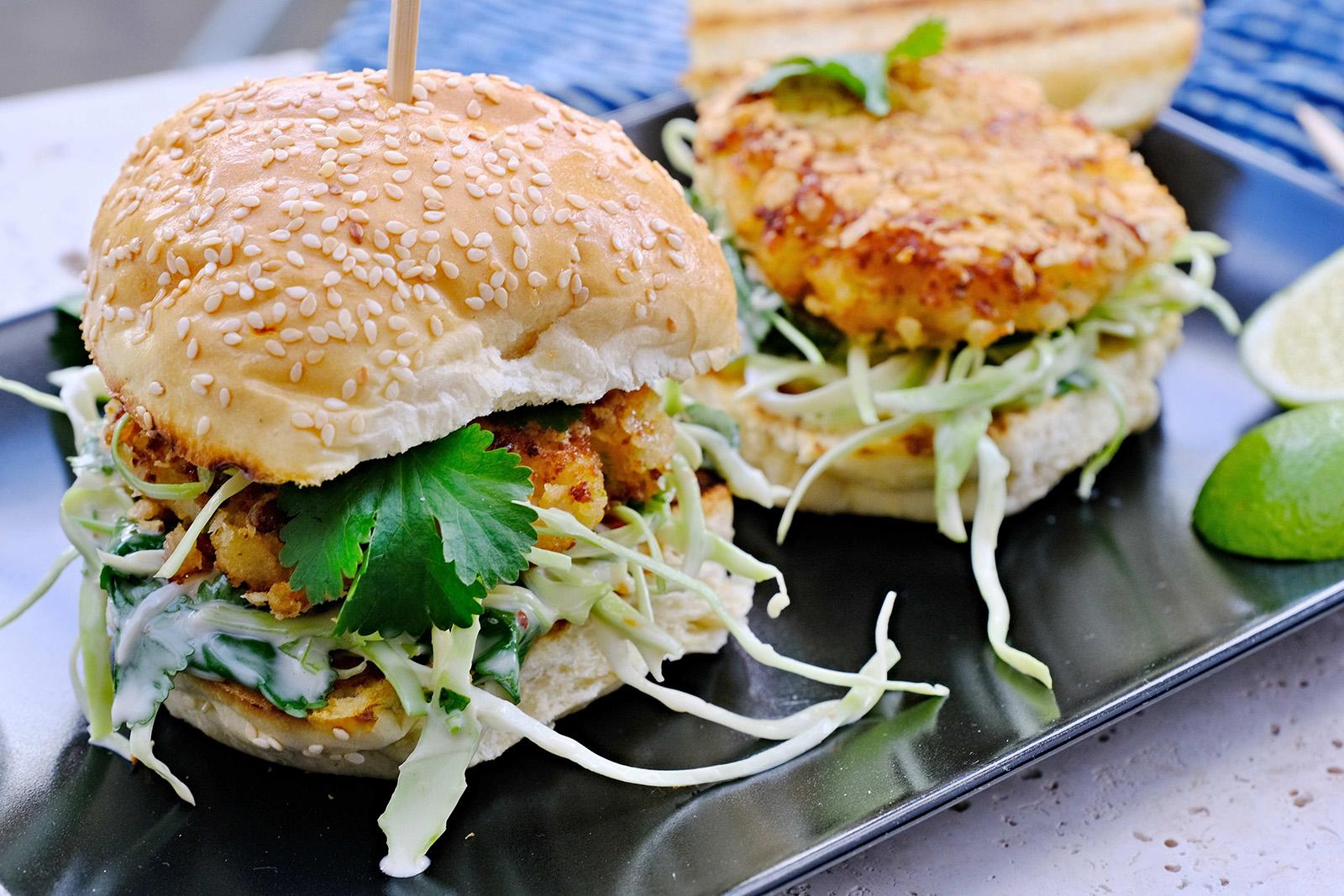 Rychlé a chutné- Krevetkový bruger s coleslaw s koriandrem a chilli majonézou