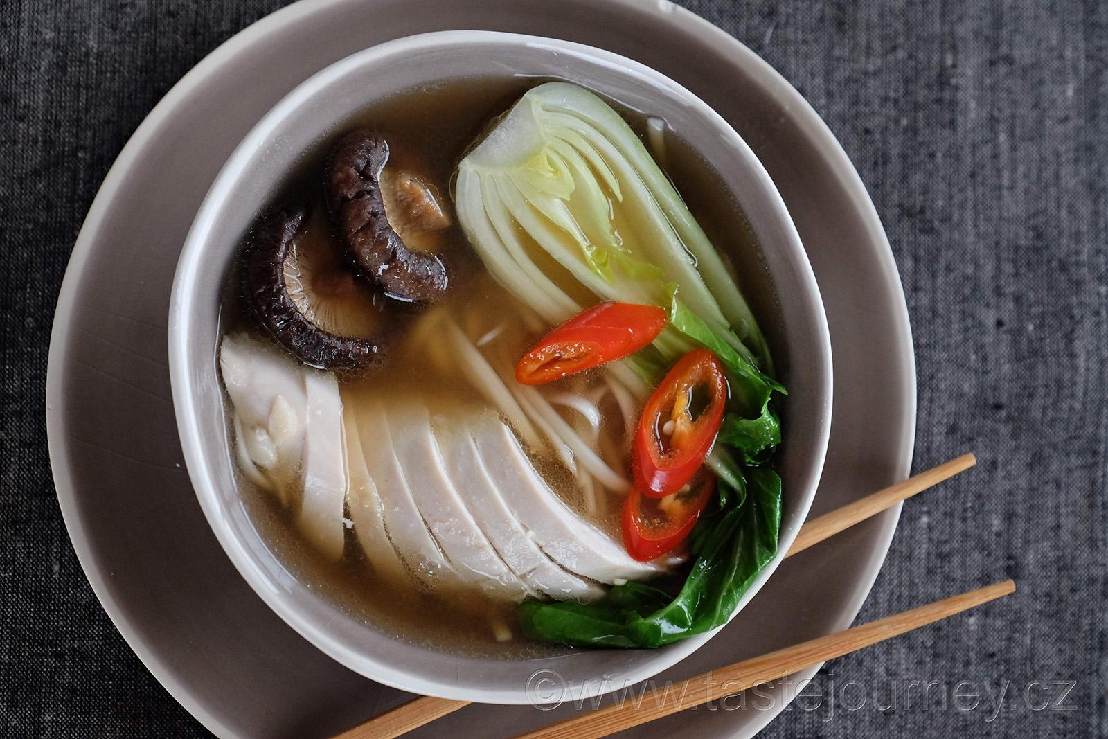 Houby shiitaké dodají vývaru hloubku chutí
