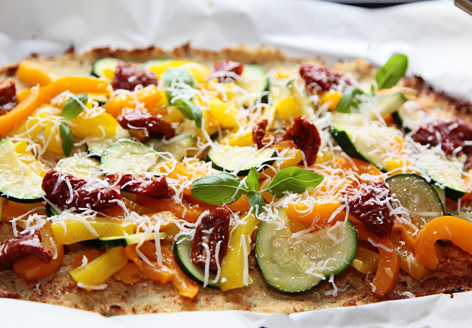 Nastrouhaný parmazán doplní chutě pizzy