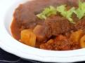 Chutné maso, paprika, zelenina a koření - to je maďarský guláš