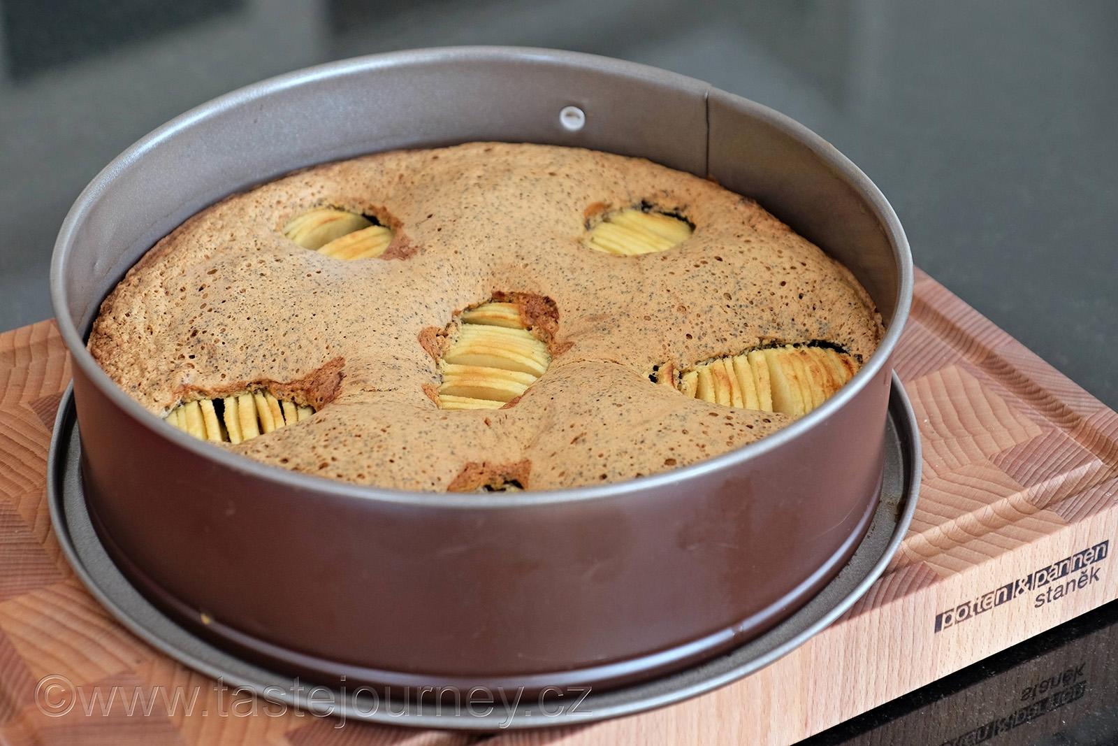Jablka osvěží a zvláční makový dort