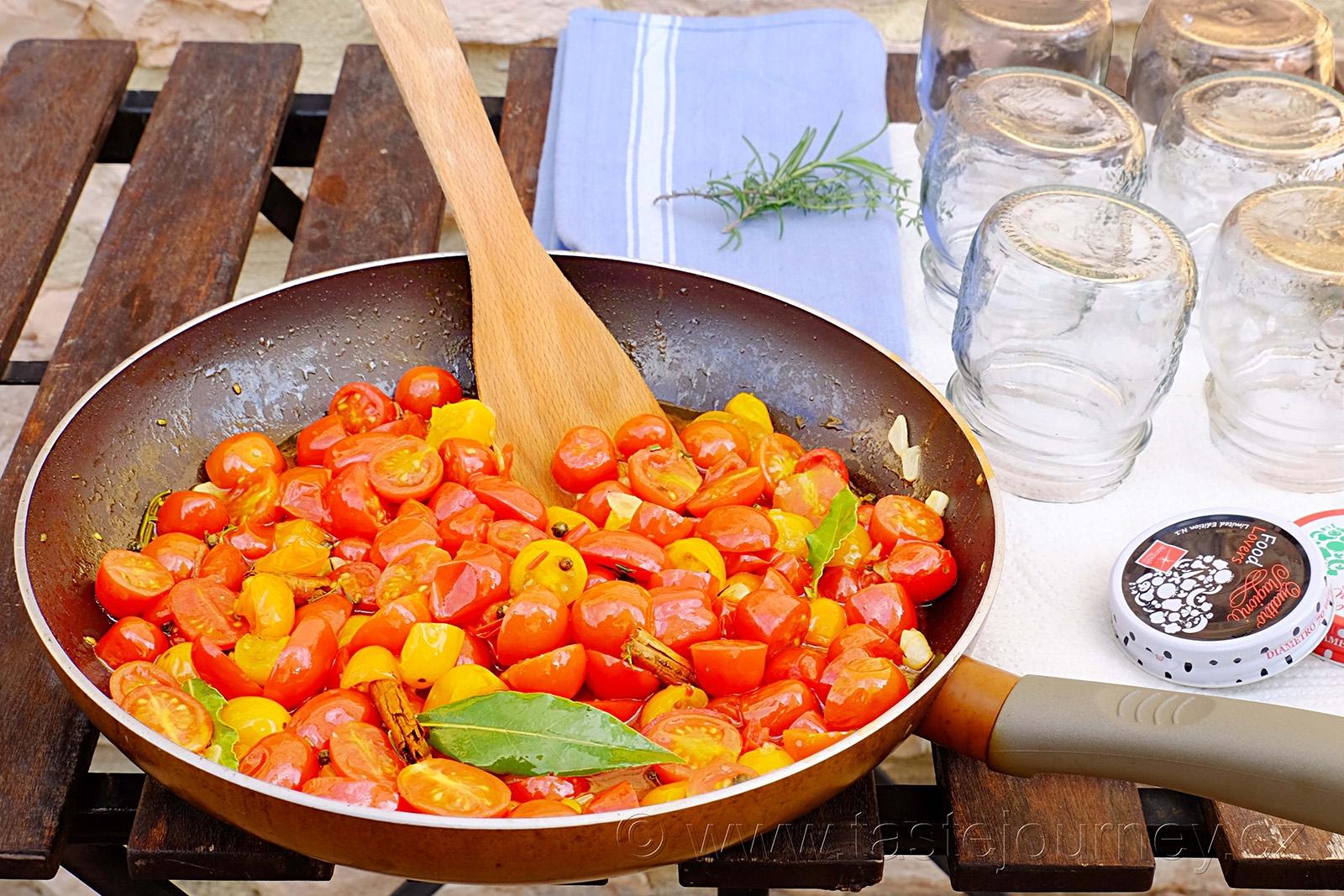Chilli rajčátkům stačí jen 5 minut na pánvi