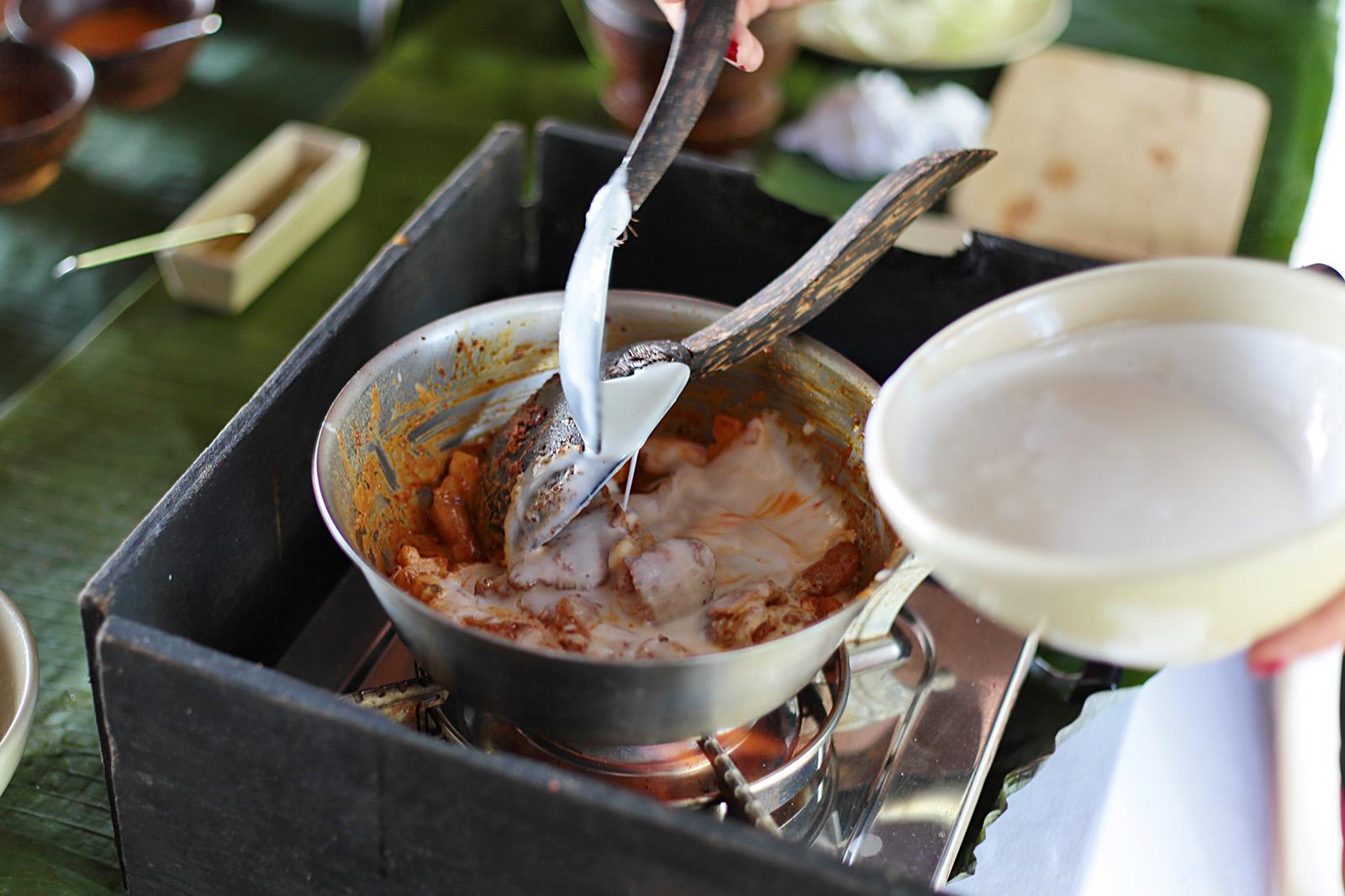 Kokosové mléko zjemní a zahustí massaman kari