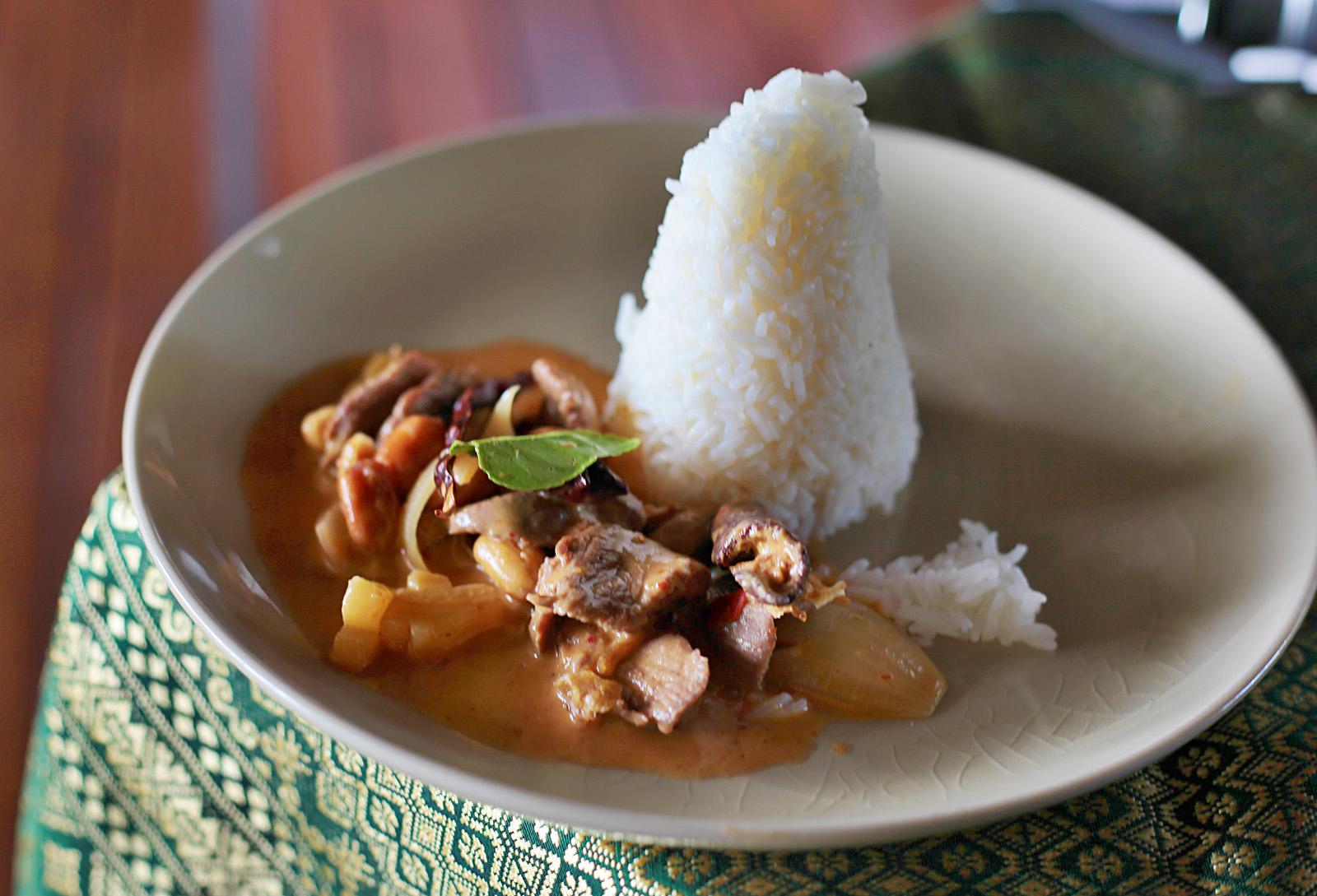 Massaman kari podávejte s jasmínovou rýží