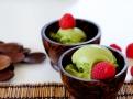 Podávejte ozdobené čerstvými malinami nebo jiným ovocem