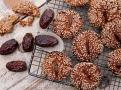 Datlové placičky se sezamem a pastou tahini jako orientální vánoční cukroví