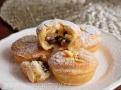 Křehké malé koláčky plněné voňavou náplní v sobě snoubí veškerou esenci britských Vánoc