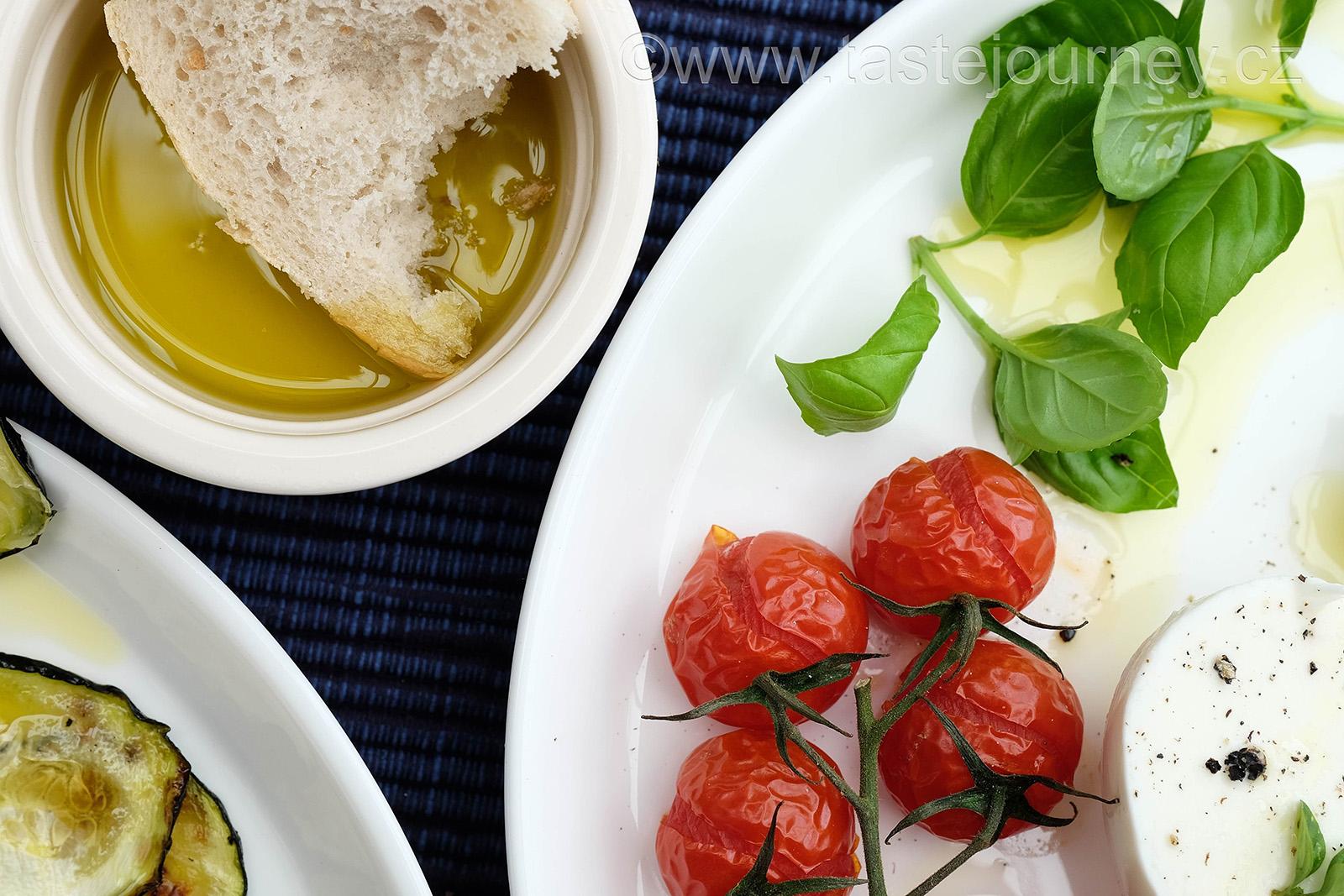 Podávejte s kvalitním olivovým olejem a bílým pečivem