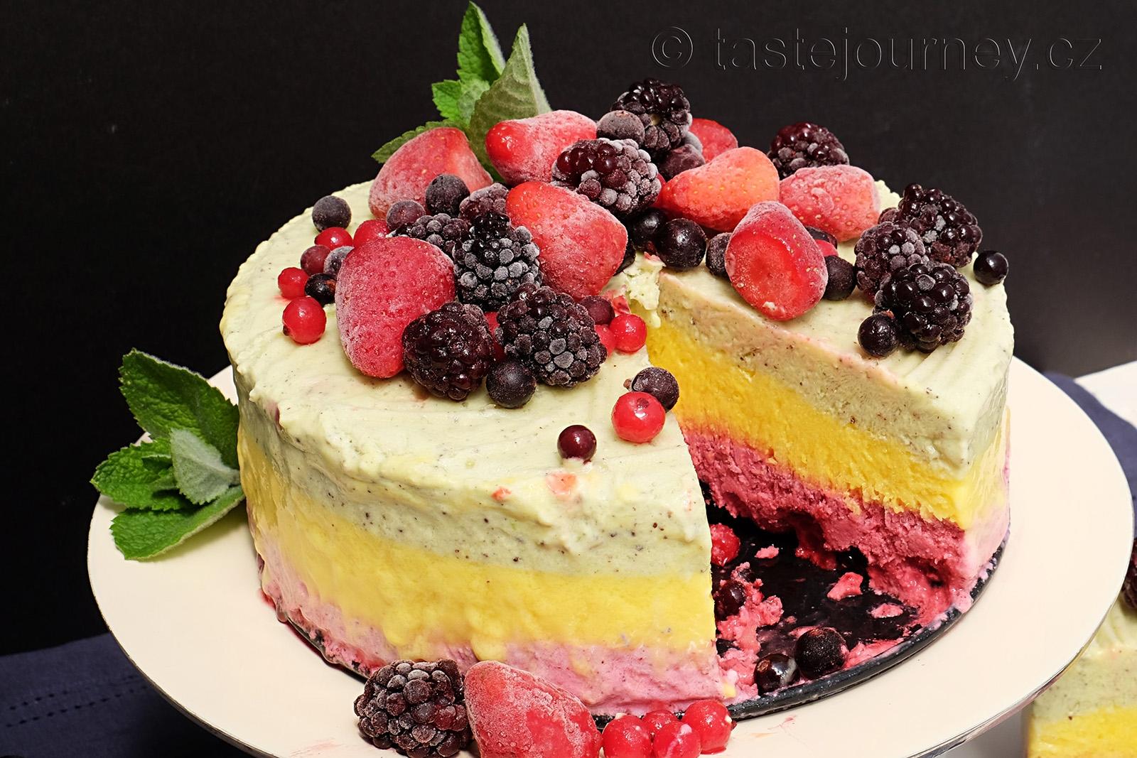 Mražený jogurtový dort s ovocem k letnímu osvěžení