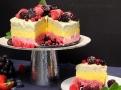 Letní osvěžení s mraženým ovocem v jogurtu