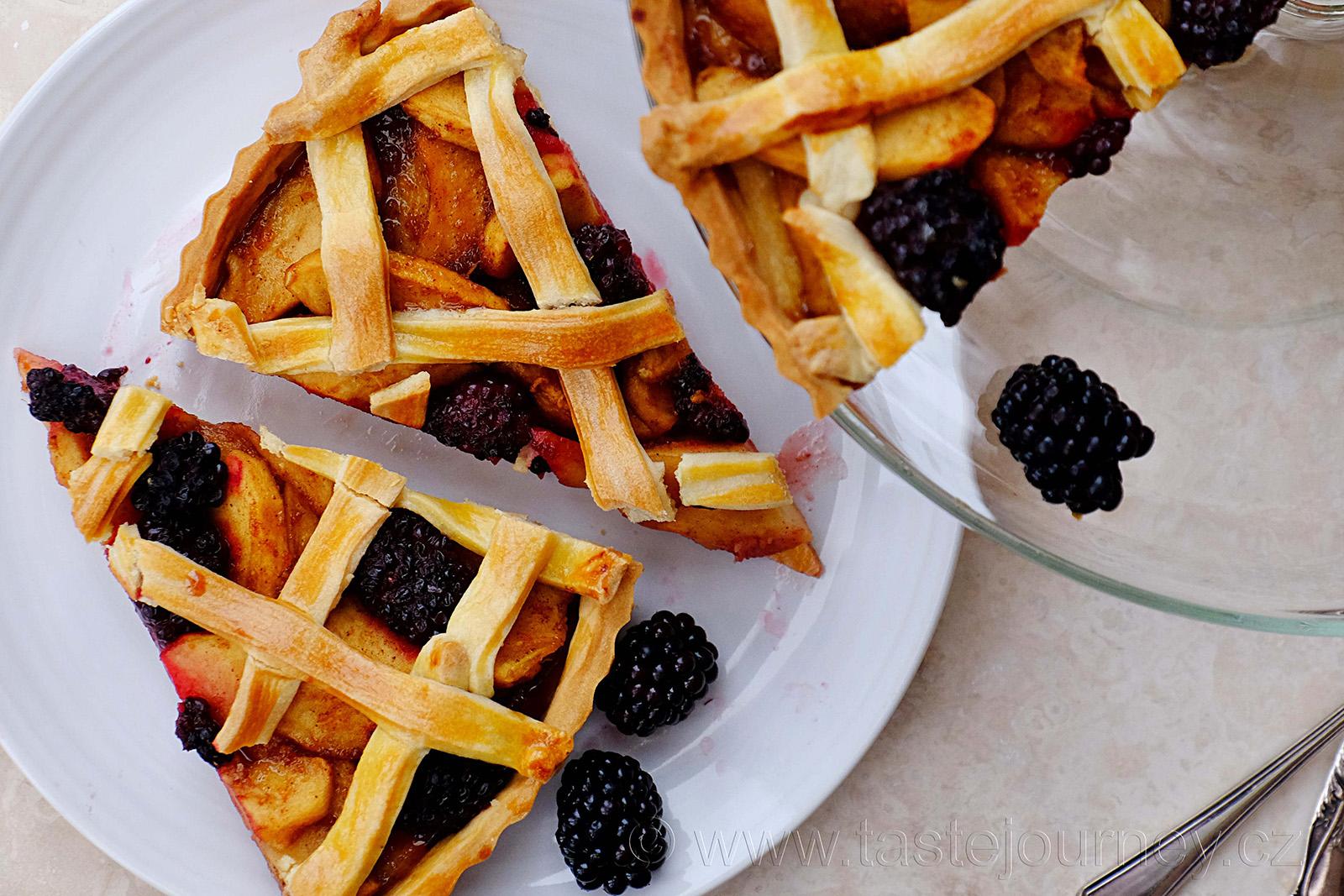 Podzimní koláč s jablky a ostružinami