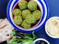 Cizrna, bylinky a orientální koření - to je falafel