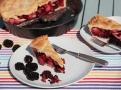 Křehké sladké těsto a jablka s ostružinami - anglický páj