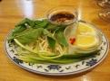 Bambusové výhonky, bylinky a rybí omáčka k pho